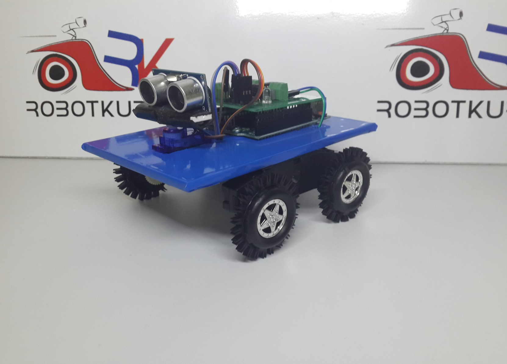 Bluetooth Kontrollü Ultrasonic Radarlı Robot